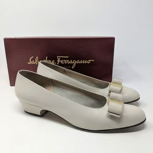 Vtg Ferragamo  Lillaz Calf Bone Bow Pumps